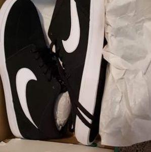 Brand new Nikes size 11.5